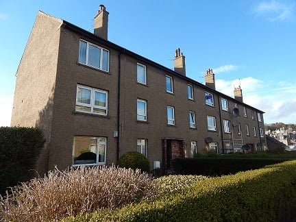 3 Bed Top floor flat situated in Manor Place, Broughty Ferry