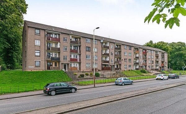 Two bedroom Top Floor Flat situated in a sought after residential location.
