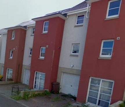 End terraced town house on three levels, set up as a student let (with HMO license). Within walking distance to both universities and Dundee City Centre. The property is accessed via the middle floor.